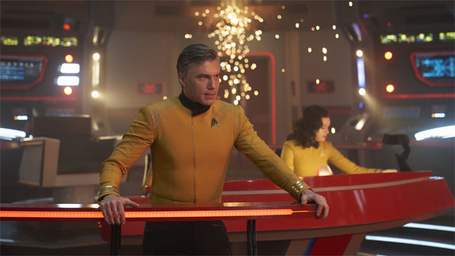 Pike-on-the-Bridge-Star-Trek-Discovery-season-2